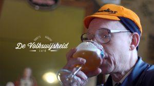 Joost Van Hyfte als Guust in Café De Volkswijsheid